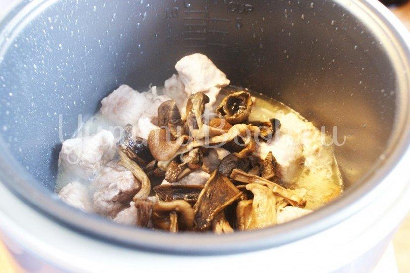 Гречневая каша с мясом и грибами в мультиварке - шаг 2