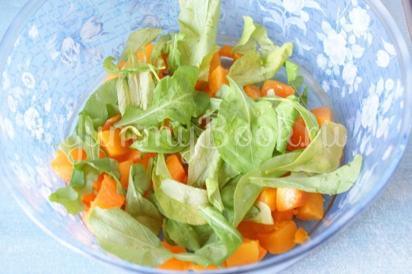 Салат с тыквой, рукколой и фетой - шаг 2