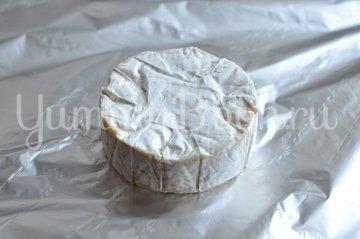 Сыр Бри запеченный с медом - шаг 1
