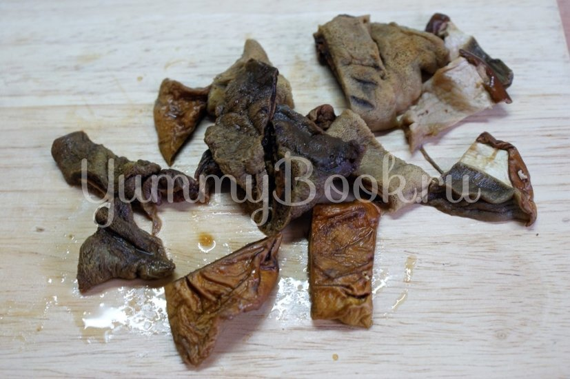 Картофель с грибами и фрикадельками в горшочках - шаг 2