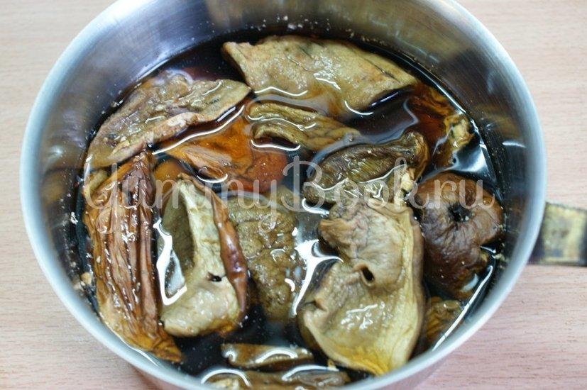Картофель с грибами и фрикадельками в горшочках - шаг 1