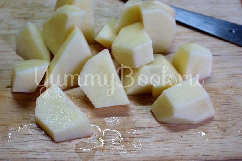Картофель с грибами и фрикадельками в горшочках - шаг 4