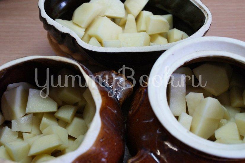 Картофель с грибами и фрикадельками в горшочках - шаг 5
