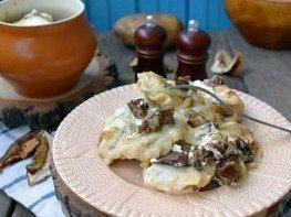 Вареники с картофелем в горшочках