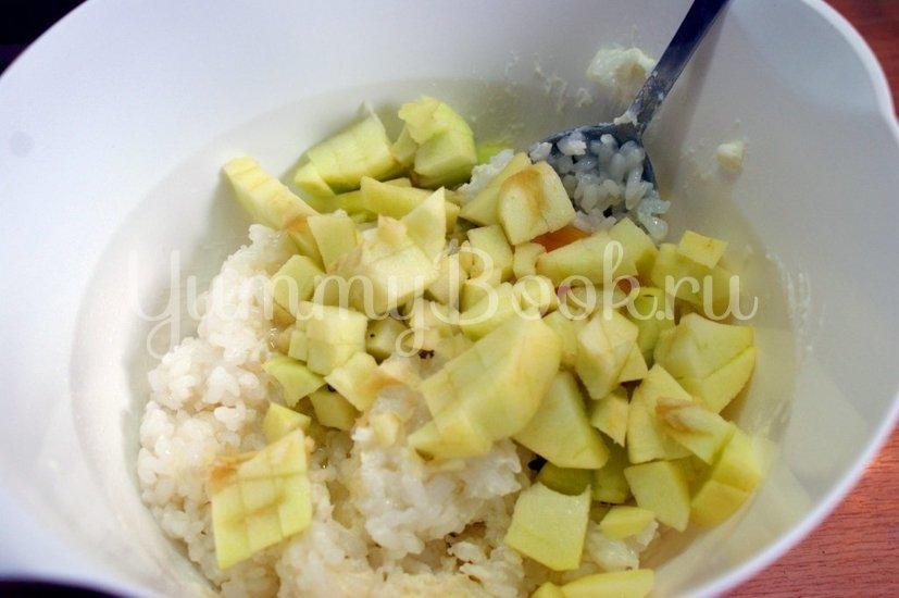 Рисовая запеканка с творогом и яблоками в мультиварке - шаг 2