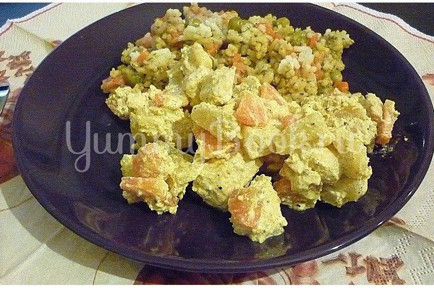 Куриное филе с ананасом в сметанном соусе