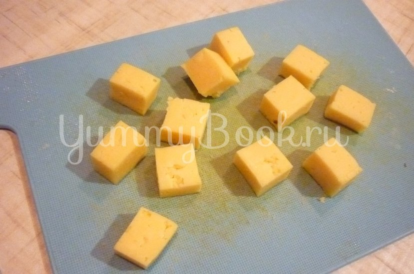 Пикантные канапе с сыром, фруктами и маслинами - шаг 4