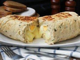 Куриный рулет с яйцом и сыром