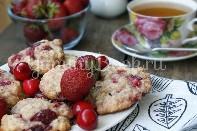 Печенье с клубникой и черешней - шаг 7