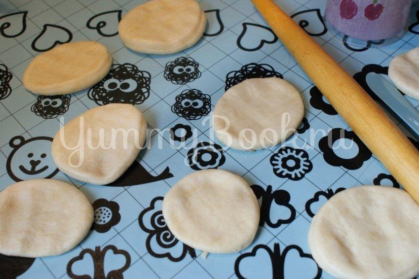 Дрожжевые пирожки с вишней - шаг 5