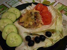 Конверты из индейки, фаршированные маслинами, томатами и перцами, под сыром