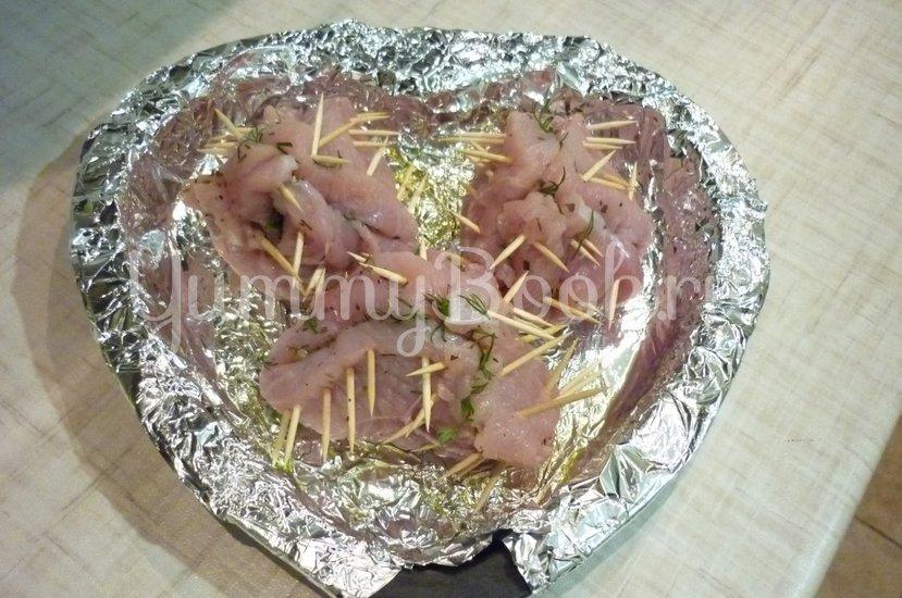 Конверты из индейки, фаршированные маслинами, томатами и перцами, под сыром - шаг 16