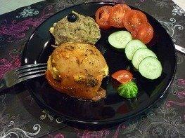 Картофель, запечённый с помидором, маслинами и сыром