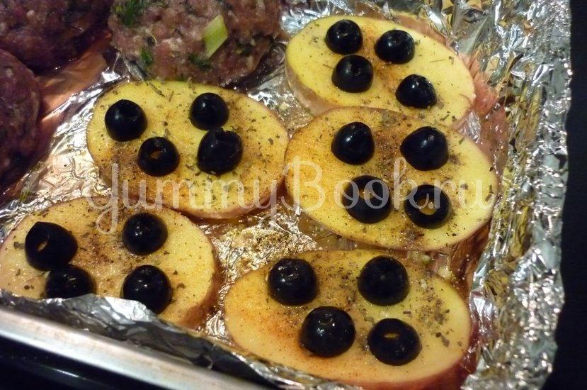 Картофель, запечённый с помидором, маслинами и сыром - шаг 7