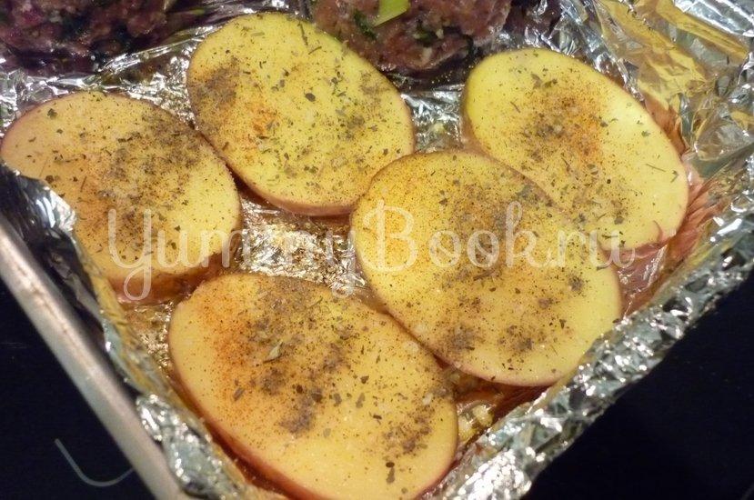 Картофель, запечённый с помидором, маслинами и сыром - шаг 5