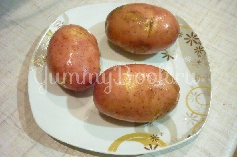 Картофель, запечённый с помидором, маслинами и сыром - шаг 1