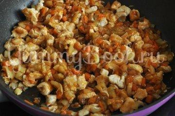 Кабачки, фаршированные курицей и овощами - шаг 8