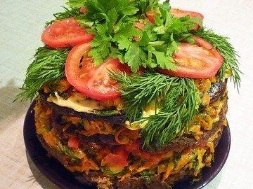 Печёночный торт с зеленью и помидорами