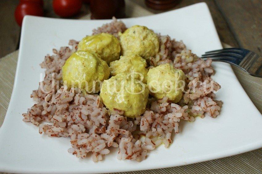 Куриные фрикадельки в соусе из кокосового молока
