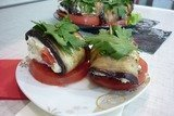 Канапе-рулетики из баклажанов с сыром и помидорами