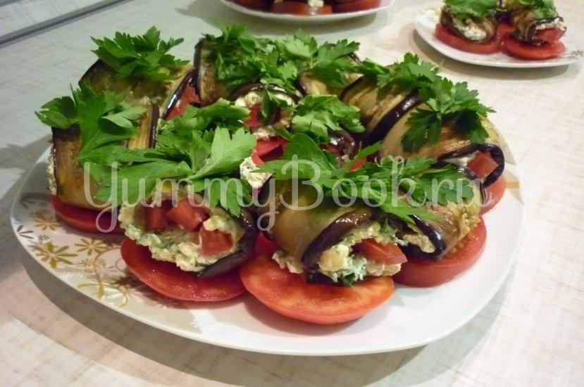 Канапе-рулетики из баклажанов с сыром и помидорами - шаг 16