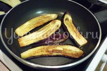 Канапе-рулетики из баклажанов с сыром и помидорами - шаг 12