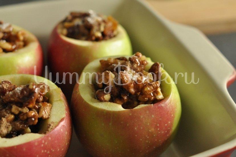 Печеные яблоки с медом и орехами - шаг 4