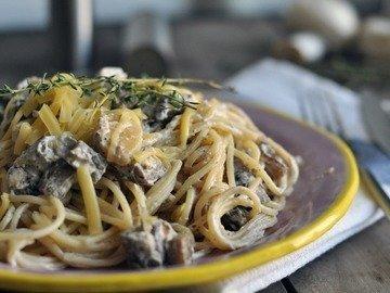 Спагетти с грибами и баклажанами под сливочным соусом