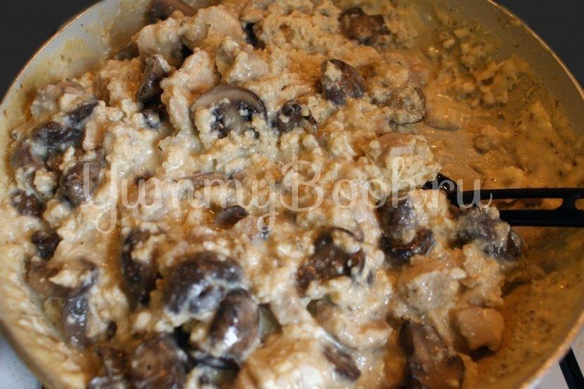 Яичница с филе и грибами в слоёном тесте - шаг 5