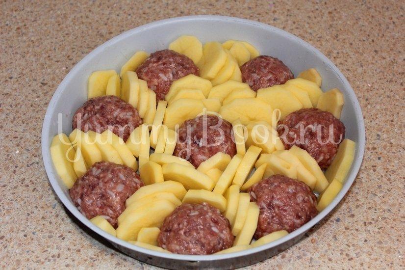 Тефтели запеченные с картофелем - шаг 1