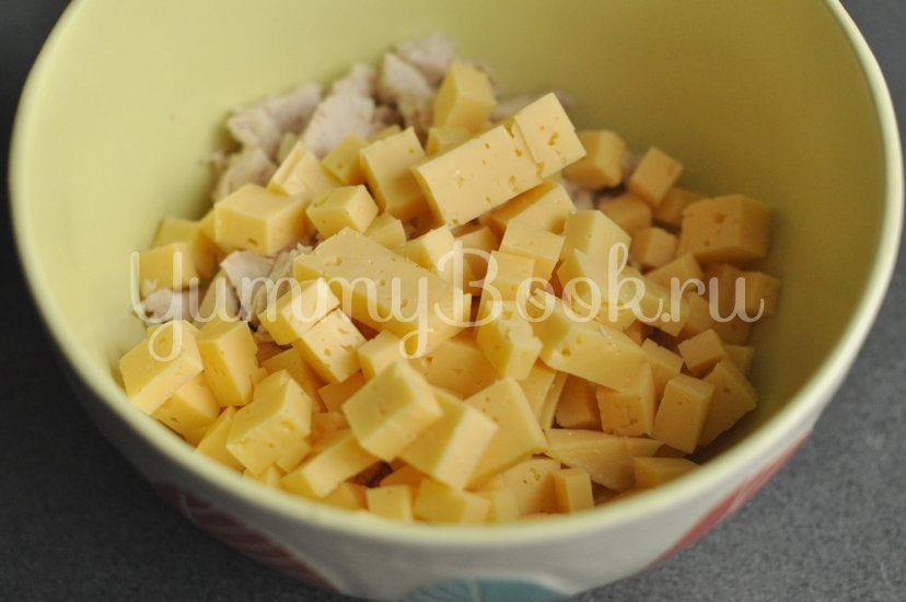 Хрустящий салат с курицей, сыром и кукурузой - шаг 2
