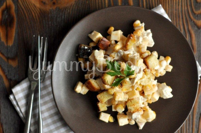 Хрустящий салат с курицей, сыром и кукурузой - шаг 5