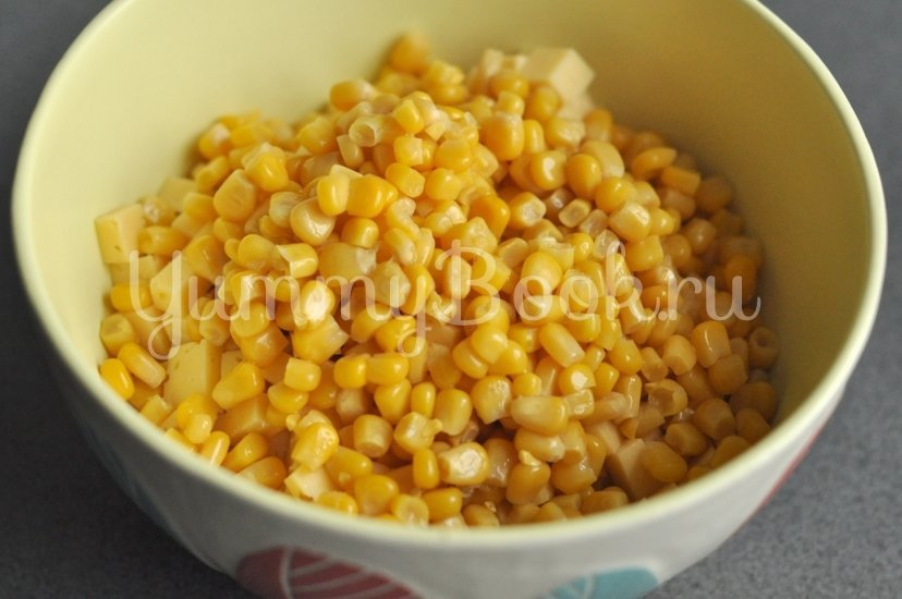Хрустящий салат с курицей, сыром и кукурузой - шаг 4