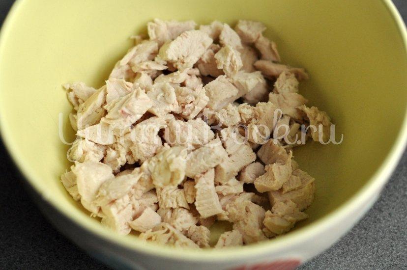 Хрустящий салат с курицей, сыром и кукурузой - шаг 1
