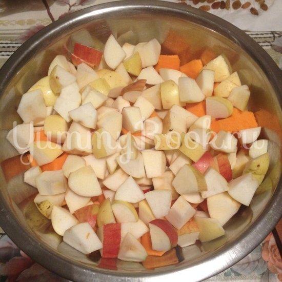 Тыква с яблоками в горшочках - шаг 3