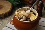 Куриная печень с сыром в горшочке