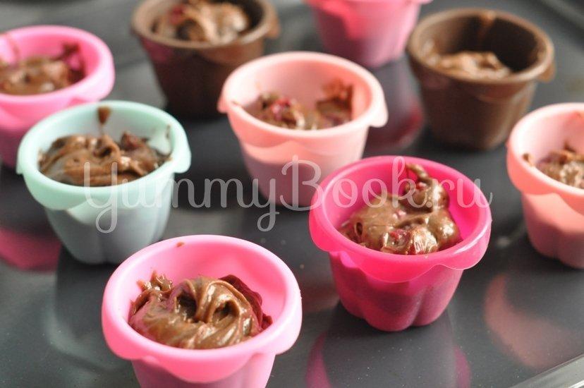 Шоколадные кексы с вишней - шаг 8