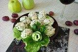 Яйца, фаршированные тунцом и свежим огурцом