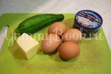 Яйца, фаршированные тунцом и свежим огурцом - шаг 1