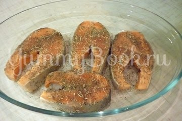 Сёмга, запечённая под пикантным соусом - шаг 7