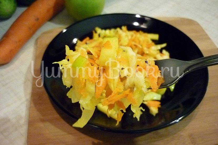 Лёгкий салат с капустой, морковью и яблоком - шаг 7