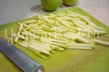 Лёгкий салат с капустой, морковью и яблоком - шаг 4