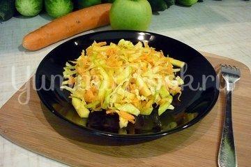 Лёгкий салат с капустой, морковью и яблоком - шаг 6
