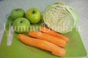 Лёгкий салат с капустой, морковью и яблоком - шаг 1