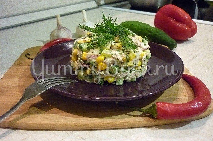 Лёгкий салат с тунцом и овощами