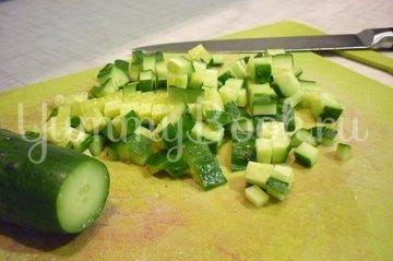 Лёгкий салат с тунцом и овощами - шаг 4