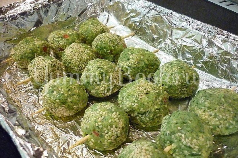 Зелёные сырно-картофельные шашлычки на шпажках - шаг 11