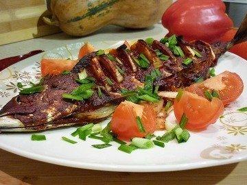 Запечённая скумбрия в томатно-соевом соусе