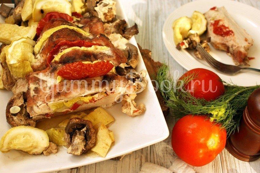 Свинина запечённая с овощами и грибами