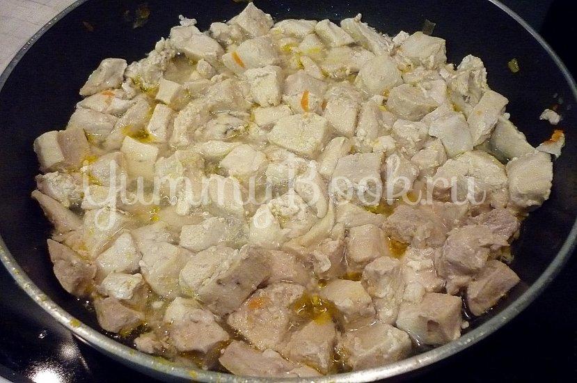 Тушёная капуста с куриным филе в сметане - шаг 9